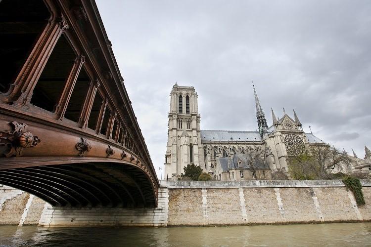 Czy należałoby polecieć do Paryża?